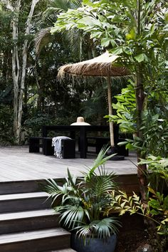 The Bower Cottage Tropical Pool, Tropical Garden, Exterior Design, Interior And Exterior, Byron Bay Accommodation, Byron Bay Beach, Surf Shack, Decoration Design, Moorish