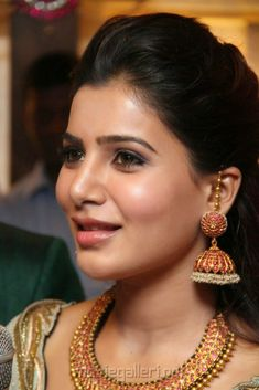 Samantha Inauguration of Prince Jewellery exhibition Photos Jewelry Design Earrings, Gold Earrings Designs, Necklace Designs, Gold Bangles Design, Gold Jewellery Design, Stylish Jewelry, Fashion Jewelry, Gold Temple Jewellery, Gold Jewelry