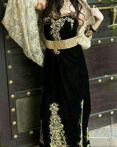 Fergani Costantinoise Moderne  #TraditionalAlgerianOutfits #TraditionalAlgerianDresses #AlgerianFashion #Tradition #Fashion #Mode #HauteCouture #Costume  #ModeAlgerienne #Algeria #Algerie #Djazair #dzair #dz الجزائر# #unesco #patrimoine #Culture #Arab #3arab #Arabe #Amazigh #Berbere #Imazighen #World #burnous #karakou #badroun #blouza #chedda #robekabyle #fergani #tasdira #caftanalgerien #fetla #gold #or #bijoux #jewelry #الملحفة_الشاوية + #الحلي_الجزائري التقليدي  #اقوال_جزائرية…