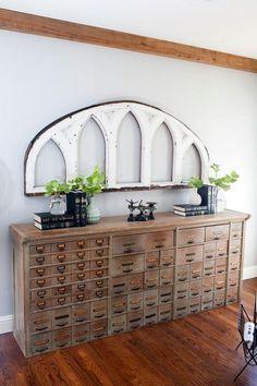 Ein Vintage Holz Apotheker Schrank Als Eine Wunderschöne Konsole Tisch