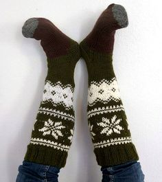 free pattern in finnish, but it has a chart Fingerless Gloves, Arm Warmers, Free Pattern, Knitting Videos, Sticks, Chart, Writing, Inspired, Fingerless Mitts