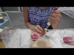 [대구꽃길베이킹] 앙금플라워 파이핑 1 _ 장미 짜기 - YouTube Royal Icing Flowers, Buttercream Flower Cake, Cake Decorating Videos, Cookie Decorating, Cake Cookies, Cupcakes, Master Baker, Piping Tips, Bean Paste