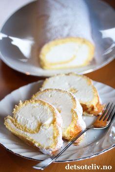 Rullekake med yoghurtis - ta opp 10 min før servering - lett og rask å lage #icecreamcake #iskake