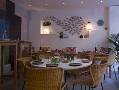 Esprit bord de mer, convivial et confortable avec les chaises en rotin Feelgood Designs #rotin #FeelgoodDesigns #Restaurant #Kalypso