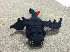 OMG. Knitted Toothless. I'm dying form adorableness. 6 Nerdy Chicks | Shopgeek: Crafted Cuteness