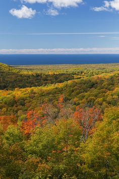 ✯ Porcupine Mountains Wilderness State Park and Lake Superior in Michigan
