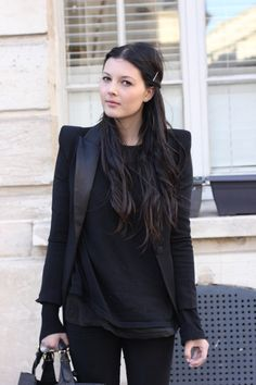 Cléo's Wardrobe: All Black // Vide Dressing.