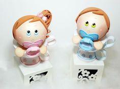 (adsbygoogle = window.adsbygoogle || []).push({}); Se você está precisando complementar a sua renda, faça lembrancinha para chá de bebê ou batizado em EVA, que pode ser feita para meninos ou meninas. Esta fofa lembrancinha para chá de bebê ou batizado em EVA vai fazer o maior sucesso (Foto: a…