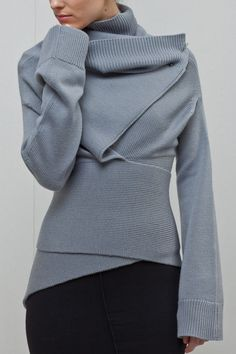 Amazing grey page high collar sweater. Look 2016 trends.