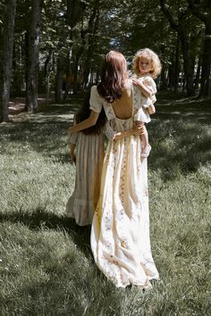 Mum and daughters Fulton Sheen, Future Mom, Future Daughter, Daughters, Mom And Baby, Mommy And Me, Italian Baby, Royal Dresses, Stylish Maternity