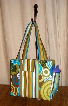 This diaper bag looks so cute and easy to make.
