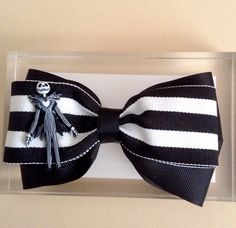 Jack Skellington. Nightmare Before Christmas Hair Bow.  The bow measure approx. 4.5 inches , alligator clip, all ribbon ends are heat sealed to prevent fraying. This bow is layered and is topped with a Jack Skellington button. Color can be customized, please contact me if you have any questions.  * Disclaimer * All items sold in my shop contain small parts do not leave small children and babies unattended while wearing as they may pose a Choking Hazard!  Like my Facebook page and follow my…