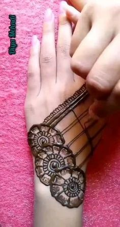 Mehndi Designs Front Hand, Latest Henna Designs, Henna Tattoo Designs Simple, Back Hand Mehndi Designs, Mehndi Designs Book, Stylish Mehndi Designs, Mehndi Designs For Girls, Mehndi Designs For Beginners, Wedding Mehndi Designs