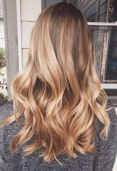 Ombre v Balayage: What is the difference? Are Balayage and highlights the same thing? Find here plus the most stunning balayage looks. Hair Day, New Hair, Hair Inspo, Hair Inspiration, Brown Blonde Hair, Blonde Honey, Going Blonde From Brunette, Blonde Wig, Short Blonde