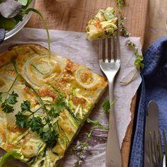 Frittata de calabacín, cebolla y queso Feta