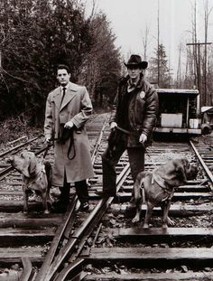 KYLE MACLACHLAN AS SPECIAL AGENT DALE COOPER AND MICHAEL ONTKEAN AS SHERIFF HARRY S. TRUMAN IN TWIN PEAKS.
