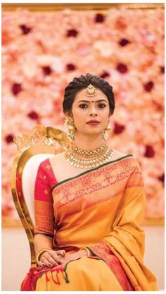Bridal Hairstyle Indian Wedding, Bridal Hair Buns, Bridal Hairdo, Indian Bridal Outfits, Indian Wedding Hairstyles, Indian Hairstyles For Saree, South Indian Bride Hairstyle, Indian Wedding Fashion, Bridal Sarees South Indian