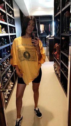 Kourtney Kardashian Outfits // My style Robert Kardashian, Kourtney Kardashian Instagram, Estilo Kardashian, Kardashian Style, Kardashian Fashion, Kardashian Jenner, Kendall, Kylie, Chill Outfits