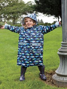 This FREE pattern makes a toddler raincoat that has snap closures on the front, a hood to keep their heads dry, and a fully lined interior. Baby Sewing Projects, Sewing Patterns For Kids, Sewing For Kids, Free Sewing, Sewing Ideas, Baby Raincoat, Yellow Raincoat, Coat Pattern Sewing, Baby Shoes