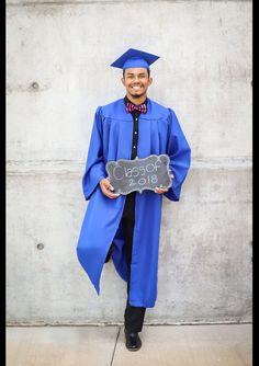 College Graduation Pictures, Graduation Picture Poses, Graduation Portraits, Graduation Photoshoot, Grad Pics, Graduation Cap And Gown, Graduation Party Planning, Graduation Ideas, Cap And Gown Pictures