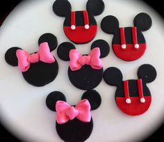 Cute design for Mickey and Mini Mouse cupcake decorations