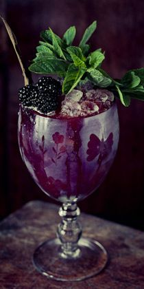 Bartenders nationwide use muddled blackberries to add a fresh flavor to their summer cocktails. Learn more!