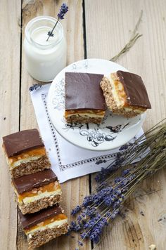 Discover recipes, home ideas, style inspiration and other ideas to try. Romanian Desserts, Food Wishes, Sugar Rush, Food Design, Tiramisu, Oreo, French Toast, Sweet Treats, Caramel