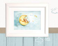 Bärchen, bist du müde? Die Wolken haben es dem Mond geflüstert.  Schau nur, er lädt dich ein und schenkt dir den schönsten Schlafplatz von allen.  Gut, einen so lieben Freund zu...