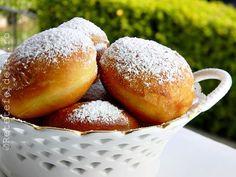 GOGOSI PUFOASE CU UNT Eggless Recipes, Bread Recipes, Cake Recipes, Dessert Recipes, Beignets, Focaccia Bread Recipe, Romanian Food, Romanian Recipes, Good Food