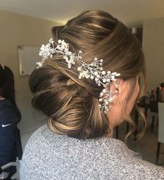 ELEGANT UPDO Want flawless wedding hair & makeup with zero stress? We gotchu! Go ahead and schedule your free consultation call today - link in bio @WindyCityGlam! . #chicagobridalmakeup #chicagomakeupartist #chicagoweddingmakeup #chicagobride #chicagomua #chicagowedding #chicagobridalmakeupartist #chicagobridalmua #chicagoweddingmua #chicagoweddingmakeupartist #chicagomua #chicagoweddingplanning #chicagoweddingphotographer #chicagobridalhair #chicagohairstylist #chicagoweddinghair #chicagoweddi