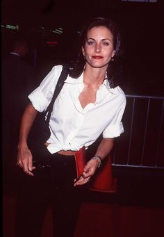 courteney cox outfits best outfits - Page 30 of 100 - Celebrity Style and Fashion Trends Courtney Cox, Friends Moments, Friends Tv Show, Liv Tyler, Jennifer Aniston, 90s Fashion, Fashion Outfits, Fashion Trends, Grunge
