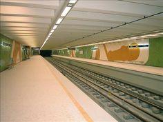 Sítio da Câmara Municipal de Lisboa: equipamento www.cm-lisboa.pt576 × 432Pesquisar por imagens A estação de metro do Lumiar (Linha Amarela), inaugurada em 27 de Março de 2004, tem projecto do arq. Dinis Gomes e intervenções plásticas de António ...