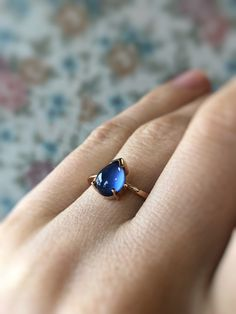 A tear that reminds of a beloved one. This sapphire is made from ashes. Wedding Jewelry, Wedding Rings, Teardrop Ring, Ruby Pendant, Smoke And Mirrors, Schmuck Design, Beautiful Soul, Personalized Jewelry, Blue Sapphire