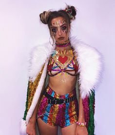 Browse some of the best festival hair and make up looks we've seen so far, this is your ultimate inspo. Rave Festival Outfits, Music Festival Fashion, Edm Festival, Festival Hair, Music Festivals, Neon Rave Outfits, Rave Girl Outfits, Festival Girls, Festival Costumes