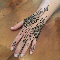 Henna - henna and Jagua - Henna Designs Hand Henna Hand Designs, Mehndi Designs Finger, Modern Mehndi Designs, Mehndi Design Photos, Mehndi Designs For Fingers, Beautiful Henna Designs, Henna Tattoo Designs, Modern Henna, Unique Henna