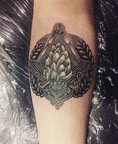 Craft Loyal Hop Tattoo by krihitkasoia on Instagram Head Tattoos, Cool Tattoos, Tatoos, Awesome Tattoos, Hop Tattoo, Beer Hops, Cactus Tattoo, Cigar Shops, Oldschool