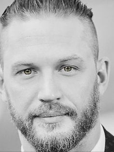 So handsome Tom Hardy ♥ Tom Hardy Hot, Youtubers, Sexy Beard, Hollywood Actor, Keanu Reeves, Man Crush, Bearded Men, Gorgeous Men, Actors & Actresses