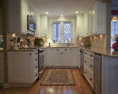 Small Kitchen Design, Pictures, Remodel, Decor and Ideas  Beautiful small kitchen!
