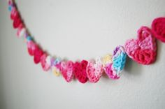 mon makes things: DIY Crochet Heart Garland