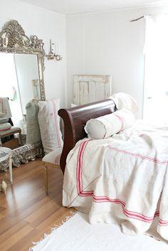 heaven...love the grain sack bed cover!