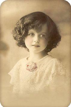 Free freebie printable vintage photo of girl Éphémères Vintage, Images Vintage, Photo Vintage, Vintage Ephemera, Vintage Girls, Vintage Pictures, Vintage Photographs, Vintage Beauty, Vintage Postcards