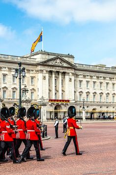 While Buckingham Palace takes center stage, it's not the only royal palace in London that's worth discovering. Read on to see the rest. Mykonos, Palais De Buckingham, Buckingham Palace London, Bucket List Europe, Uk Capital, London Blog, London Landmarks, Destinations, England And Scotland