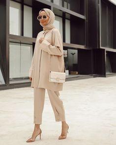 Untitled Untitled The post Untitled appeared first on Mode Frauen. Modern Hijab Fashion, Street Hijab Fashion, Muslim Fashion, Modest Fashion, Fashion Outfits, Hijab Fashion Style, Hijab Style Dress, Hijab Wear, Fashion Hacks