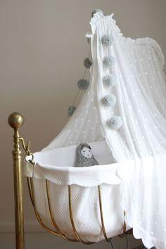 adorable vintage crib via @arsababy...