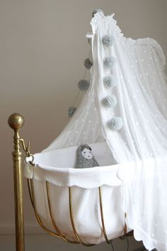 adorable vintage crib via @arsababy...