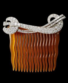 An Art Deco horn, gold and diamond hair comb, New York, circa 1930. The…