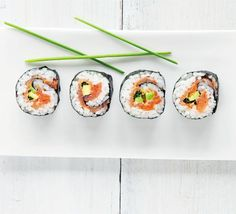 Smoked salmon & avocado sushi recipe - I really want to try to make sushi as it's one of my favorite foods.
