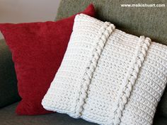An easy technic to create a beautiful pillow - according to this link=> http://www.yarnspirations.com/patterns/chain-links-pillow.html