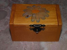 Caixa de Madeira com Flor (Decoupage)