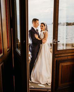 🤴👸Eine Location wie im Bilderbuch oder? Schloss Montfort am Bodensee hat wirklich was zu bieten wenn ihr eine Hochzeit wie Prinz & Prinzessin feiern möchtet.⠀ .⠀ .⠀ .⠀ .⠀ .⠀ .⠀ .⠀ #destinationelopement #intimatewedding #intimateweddingphotographer #elope #elopement #destinationweddingphotographer #elopementphotographer #adventurewedding #bohobride #destinationelopement #destinationwedding #theknot #hochzeitsfotografie #lovestory #hochzeitsfotograf #belovedstories #authenticlovemag… The Knot, Location, Wedding Dresses, Instagram, Fashion, Wedding Photography, Princess, Pictures, Bride Dresses